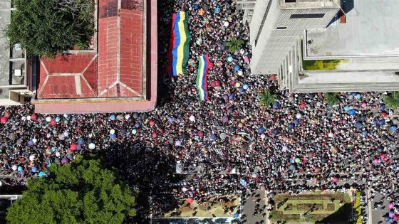 La marche de l'opposition et de plateformes citoyennes vue du ciel