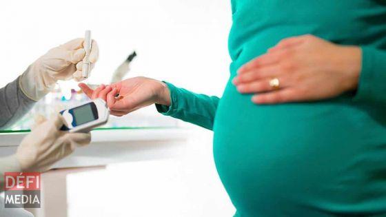 Covid-19: transmission possible de la mère au bébé, selon une étude