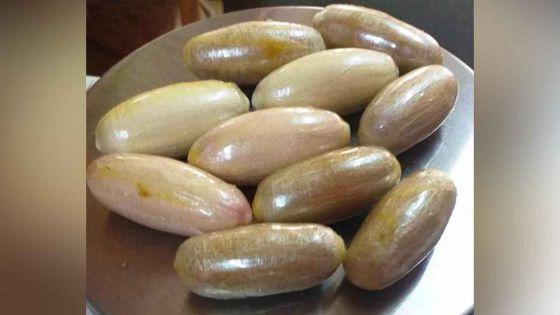 A Maurice : quatre Zimbabwéens purgent 160 boulettes d'héroïne avalées en Afrique du Sud
