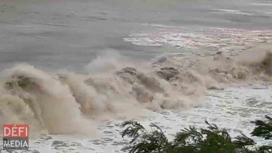 Avis de fortes houles : les sorties dans les lagons du Sud et de l'Ouest déconseillées