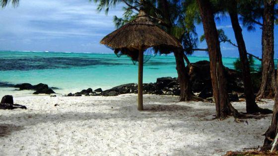 Fuite de fioul du Wakashio : 19 zones décrétées interdites dont l'îlot Mangénie et l'île-aux-Cerfs