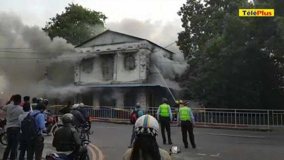 Trou-Fanfaron : l'ancien poste de police ravagé par les flammes