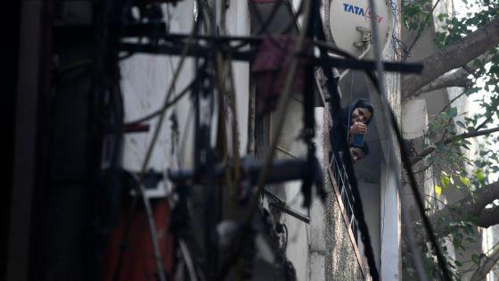 [Images] Inde: un incendie dans une usine de New Delhi fait 43 morts