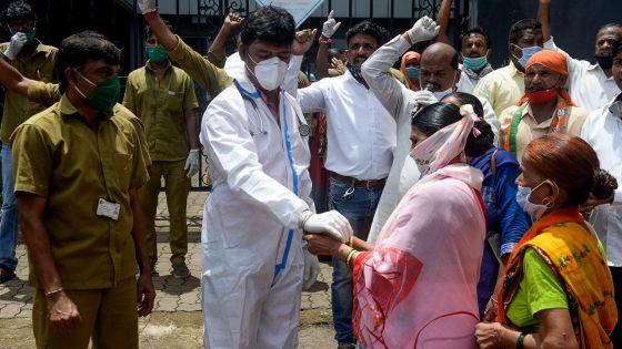 Coronavirus : la pandémie s'accélère dans le monde, pas de solution miracle, selon l'OMS