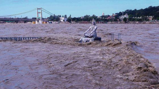 Inondations et glissements de terrain: 85 morts en Inde et 31 au Nepal