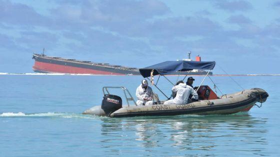 Wakashio : 1 800 mètres de barrages pour protéger le parc marin de Blue-Bay