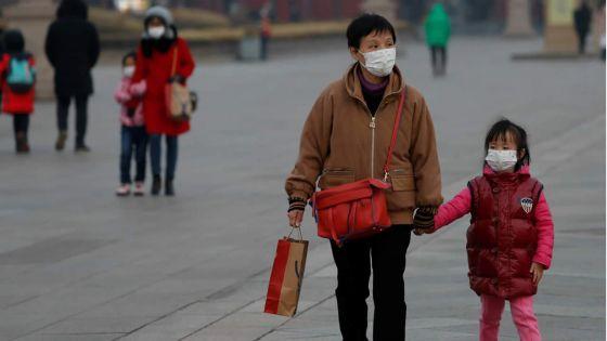 Coronavirus : niveau de menace maximum pour l'OMS, l'économie mondiale déstabilisée