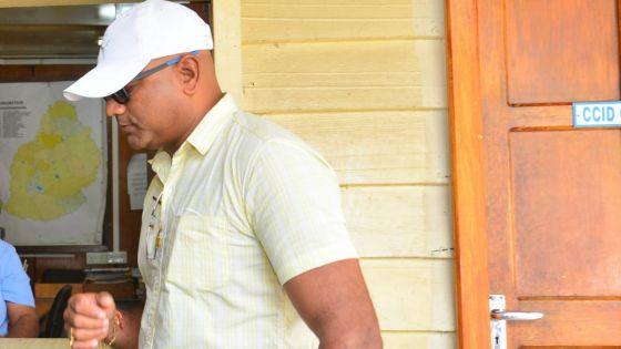 Shibchurn affirme s'être rendu aux abords de la New Court House pour répondre à un «challenge» de Laurette