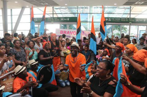 Séga tambour des Chagos à l'Unesco : la délégation mauricienne accueillie en héros à l'aéroport