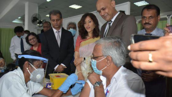 Covid-19 : Jagutpal explique pourquoi le PM et lui-même n'ont pas été les premiers à se faire vacciner