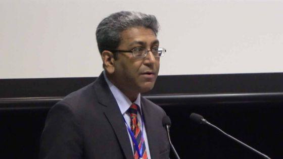 Former des étudiants-entrepreneurs : Dhanjay Jhurry donne la réplique à Lobin Unmole
