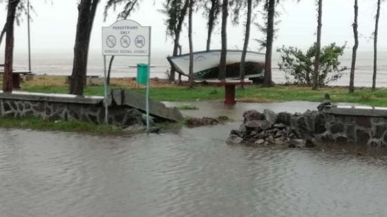Météo : l'intense cyclone Joaninha à 70 km de Rodrigues