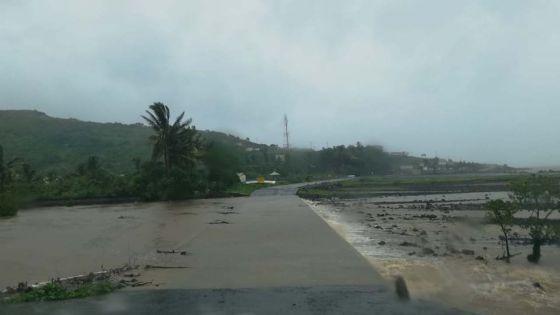 [Images] Rodrigues sous l'effet du cyclone tropical Joaninha