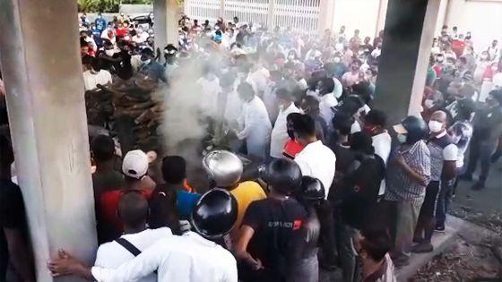 Décès de Nooresh Juglall : une foule immense a suivi le cortège funèbre