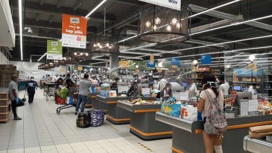 """Deuxième jour de réouverture des supermarchés : DCP Krishna Jhugroo: """"nune remarké ena enn sanzman positif"""""""