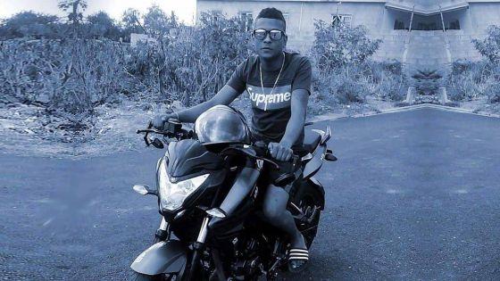 Kiran, 21 ans, tué dans un accident à Flic-en-Flac : « Depi enn semenn mo ti pe geyn sa linstin la kitsoz pou pase », pleure le père