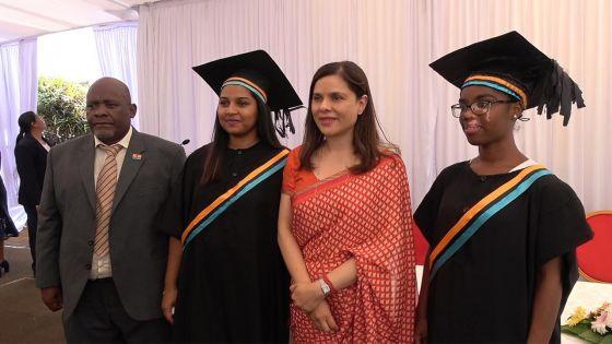 Deux jeunes Chagossiennes graduées : «On ne peut pas faire de progrès sans l'éducation», commente Bancoult