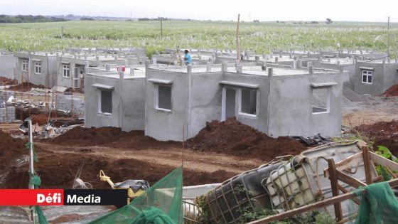 Construction : l'achèvement des travaux de 656 logements sociaux à Dagotière et 300 autres à Mare Tabac