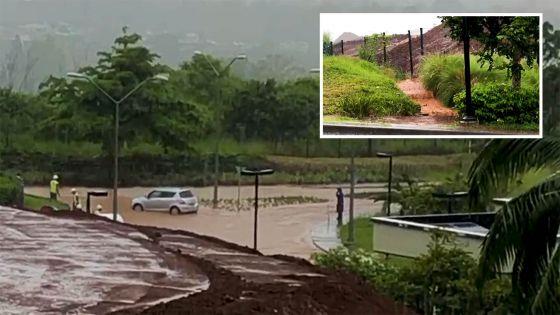 Bagatelle : de l'eau boueuse sur la route