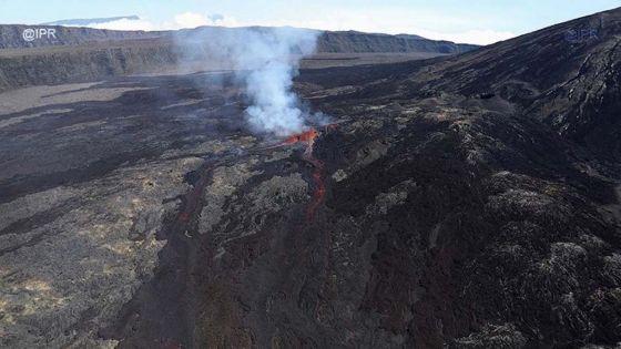 Le Piton de la Fournaise à la Réunion entre en éruption tôt ce mardi matin
