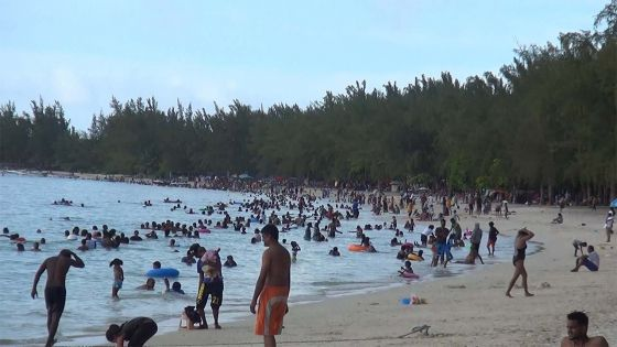 Avant la grande reprise : les plages bondées ce dimanche