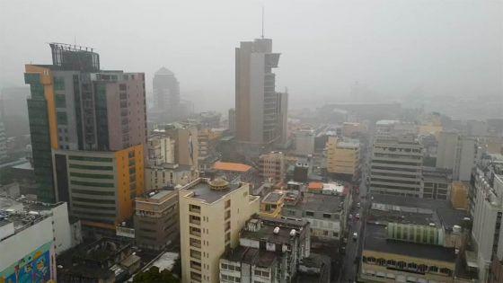Avis de fortes pluies : accumulations d'eau, brouillard et embouteillages au rendez-vous