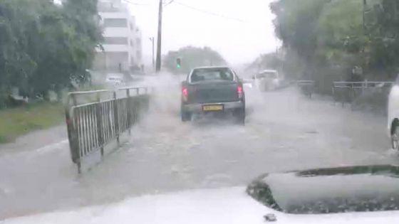 Météo : des averses orageuses dans l'ouest et le sud-ouest provoquent des accumulations d'eau