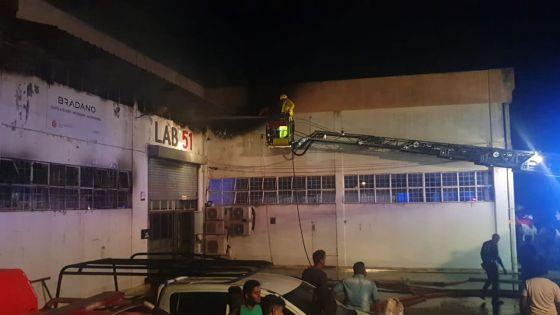 Après l'incendie mortel : Lab 51 ferme ses portes, une cinquantaine d'employés sur le pavé