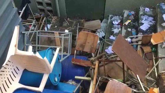 Port-Louis : quand la cour d'un collège devient dépotoir