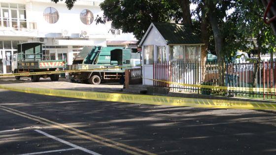 Quatre-Bornes : retrouvé mort, à moitié nu, dans la cour de la municipalité