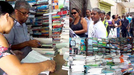 Des familles à petit budget se plaignent : des manuels scolaires de seconde-main se font rares