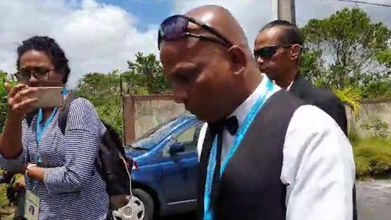 No 8 : le leader du Party Malin quitte en pleurs le centre de dépouillement après le premier pointage