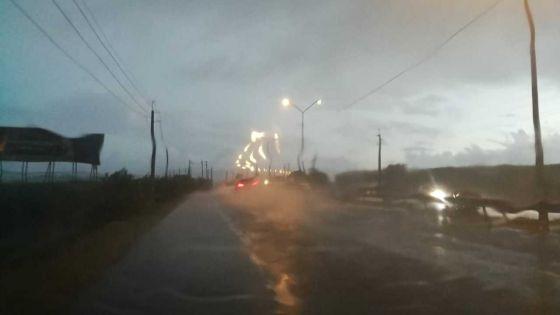 Météo : Des fortes pluies déjà au niveau de l'autoroute à Mapou