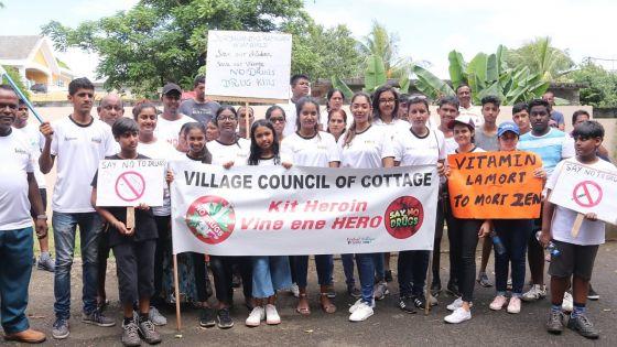 [En images] Cottage : une marche pour dire non à la drogue