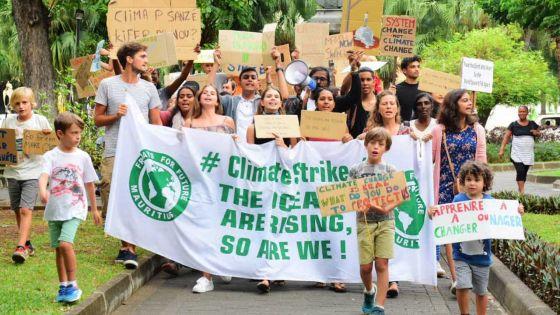 Protection de l'Environnement : rassemblement autour de «Fridays for Future» au Jardin de la compagnie