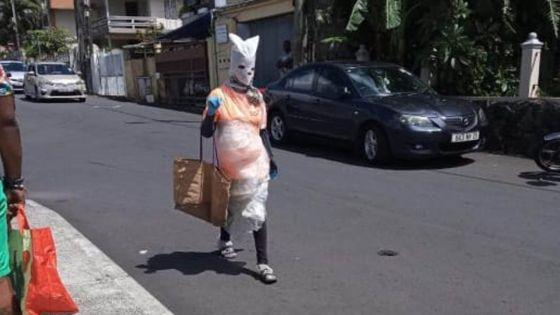 COVID-19 : Un masque qui sort de l'ordinaire pour se protéger
