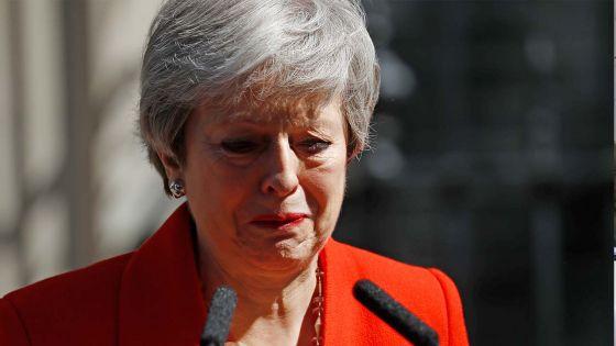 Brexit : Theresa May au bord des larmes annonce sa démission
