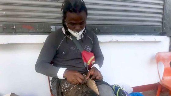 « L'épreuve du confinement a été très dure », confie Jean-Marie, un cordonnier