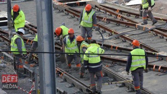 Metro Express : 56 grosses poutrelles prochainement installées entre la Montagne des Signaux et le Caudan Waterfront
