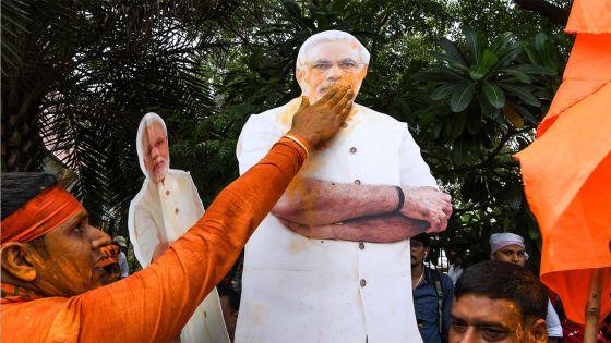 Législatives en Inde: le parti de Modi mène largement la course