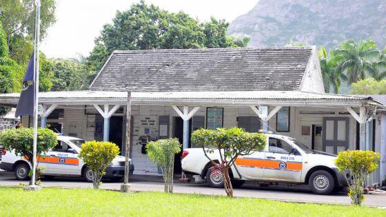 Saint-Pierre - Armé, il s'introduit au bureau du CAB : «Je porte toujours ces armes pour effrayer des gens», explique le suspect
