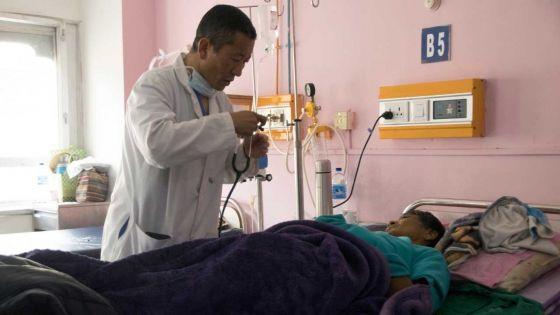 Au Bhoutan, Premier ministre la semaine, médecin le samedi