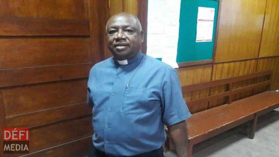 Ordre d'expulsion : le père Mongélard plaide en faveur des squatters