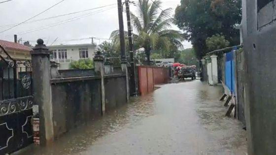 Averses : nouvelle montée des eaux à New Mosque Road, Chemin-Grenier