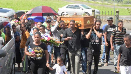 Collision entre un tram et une moto : funérailles de Yannick Permal