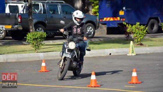 Moto-école : huit heures de formation sur la conduite professionnelle à partir de Rs 3000
