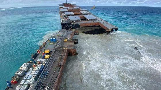 Première image du MV Wakashio brisé en deux