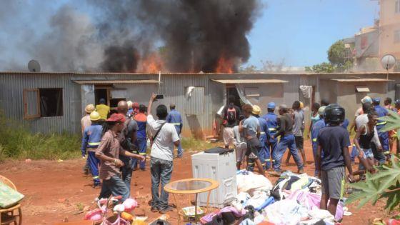 [En images] Violent incendie à Cité Longère, Baie-du-Tombeau
