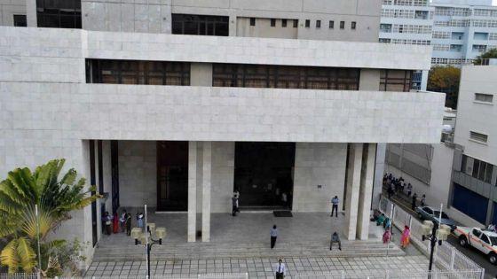 Cour intermédiaire : trois femmes jugées coupables de blanchiment d'argent