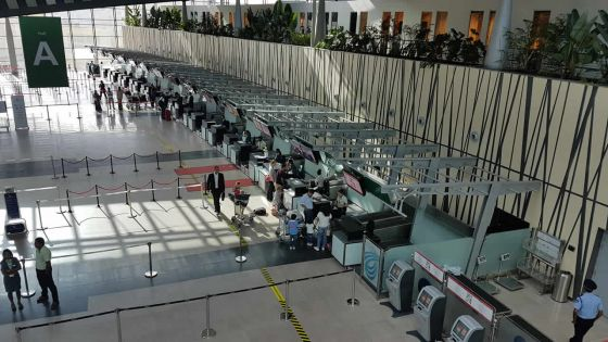 Tests de dépistage à l'aéroport : une taxe sur les billetsd'avion envisagée